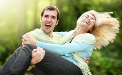 eine Frau Zum Lachen Bringen