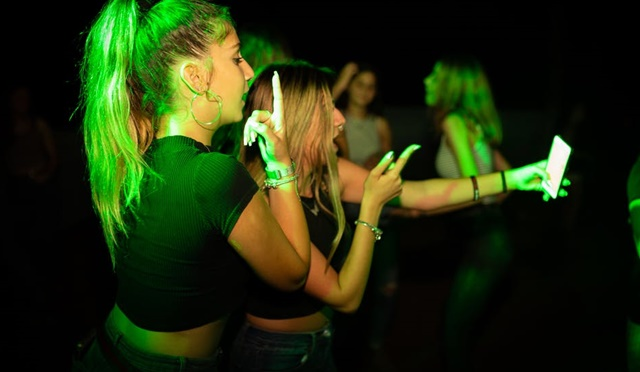 Frauen Antanzen & Flirten in Club & Disco